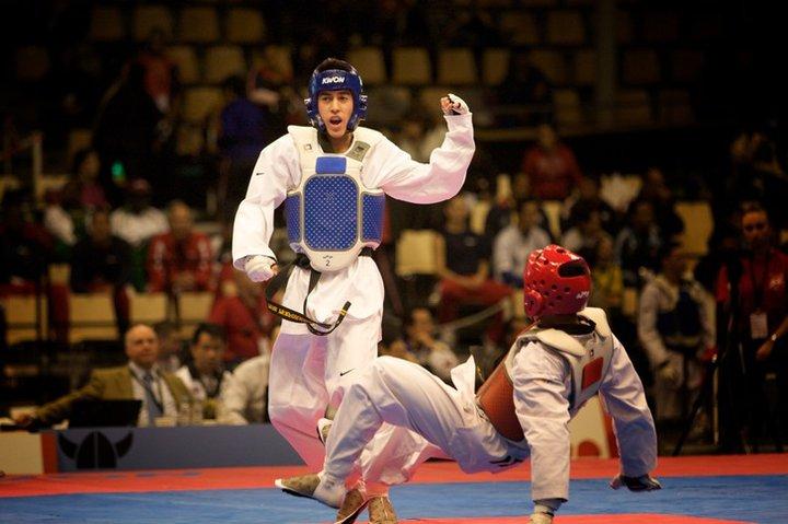 james-howe-taekwondo-hand-up