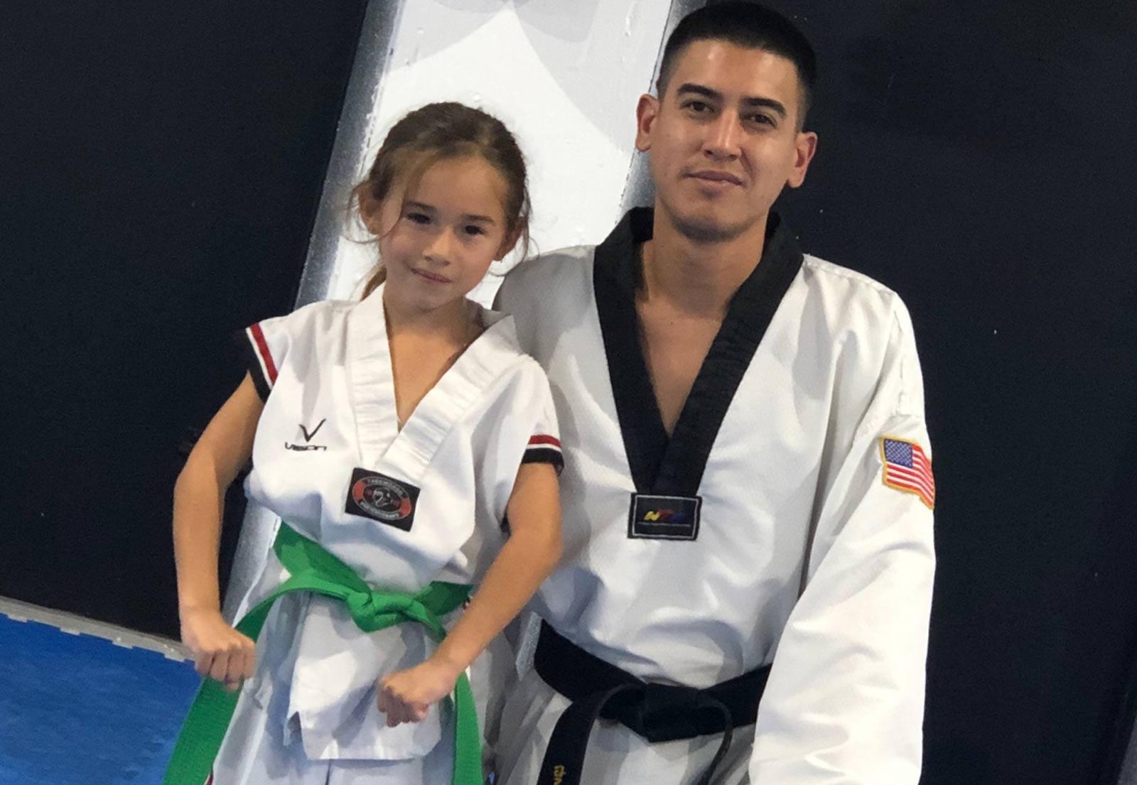little-martial-arts-girl-splits